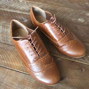 Mudd Cognac Brown Oxford Flats 9.5